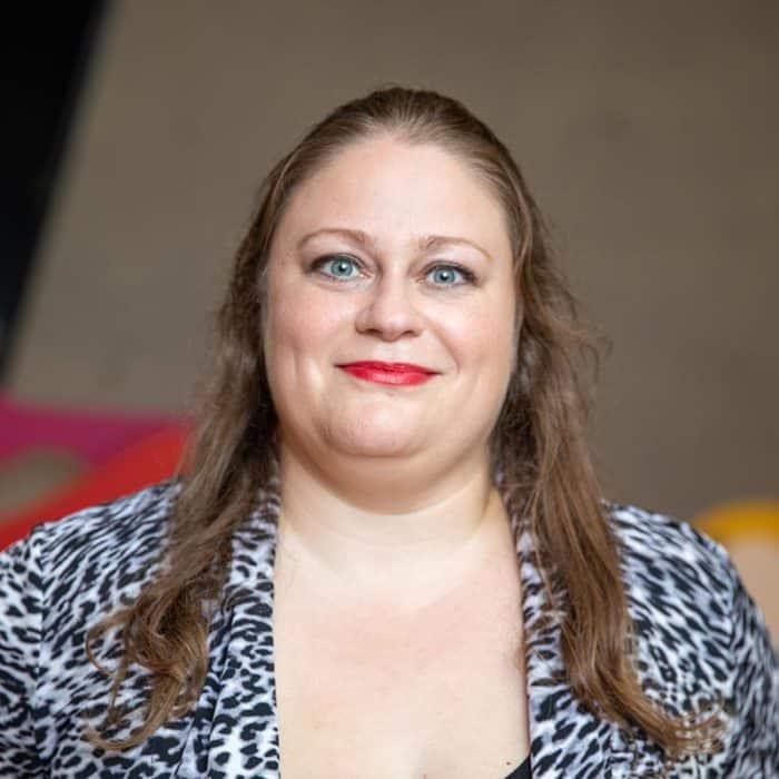 Erika Murdey, editor
